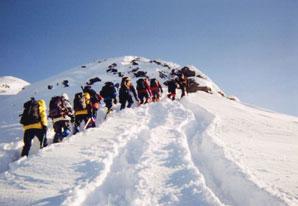 鈴木ガイドを先頭に硫黄岳を目指す